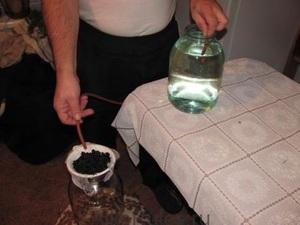 Применение угля для очистки спирта или самогона