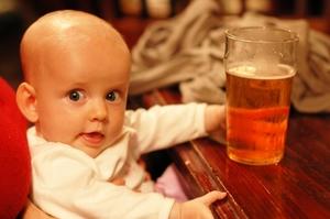 Принятие спиртного во время беременности может привести к проблемам со здоровьем детей