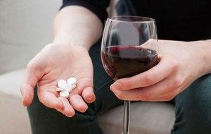 Можно ли совмещать алкоголь и антибиотики: возможные последствия